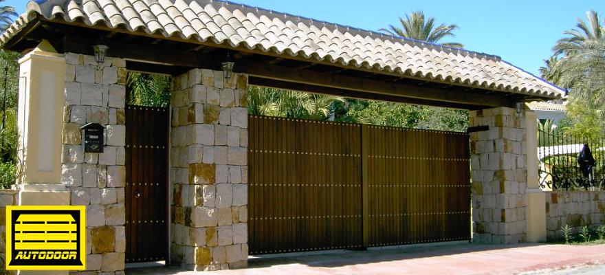 Puerta de madera horizontal abatible marbella